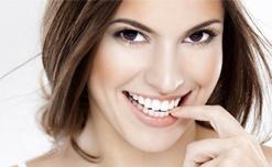 Cách làm răng trắng sáng không cần đến nha khoa