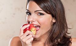 Tại sao bác sỹ khuyên nên ăn một quả táo mỗi ngày?