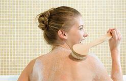 Bí quyết chăm sóc da mụn ở lưng hiệu quả